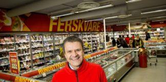 Kjededirektør i Extra, Christian Hoel, forteller at lavpriskjeden har tredoblet salget av fiskeprodukter etter at de kuttet prisen på en rekke fiskeprodukter med opptil 40 prosent.